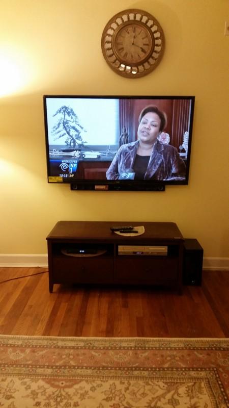 LG 39'' LED TV to be mounted on sheetrock wall_0.jpg
